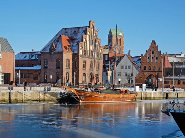 Stadthafen mit Wassertor , Foto: Martin Flögel