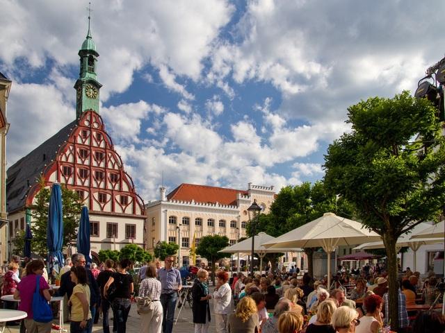 Hauptmarkt mit Rathaus und Gewandhaus, Foto: Kultour Z